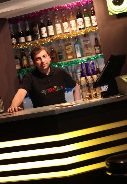Караоке бар godzilla
