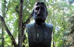 Bust of Adrian Paunescu