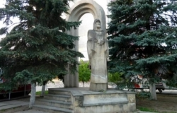 Monument to Metropolitan Petru Movila