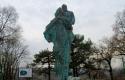 Monument to Ion and Doina Aldea-Teodorovici