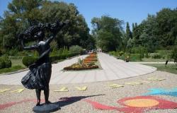 Monumentul Femeii cu Struguri