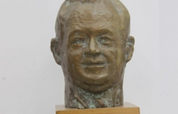 Bust of oligarch Vladimir Plakhotnyuk is now at the Museum of Art